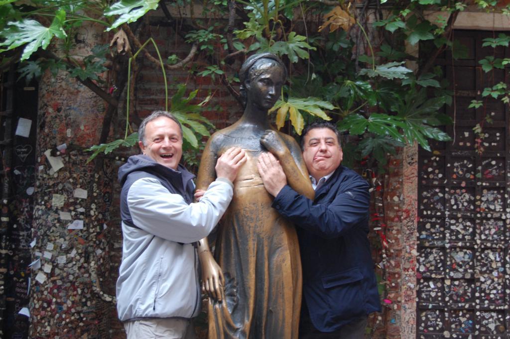 #metooJuliet una iniciativa para prohibir tocar los senos de Julieta de Verona
